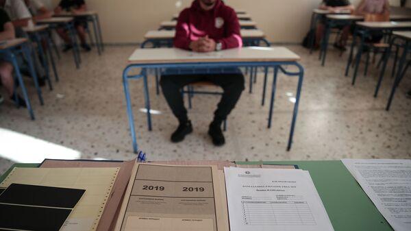 Έναρξη πανελλήνιων εξετάσεων στο 1ο επαγγελματικό λύκειο Καισαριανής, στην Αθήνα, 6 Ιουνίου, 2019. - Sputnik Ελλάδα