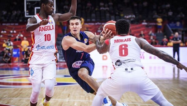 Ο Μπόγκνταν Μπογκντάνοβιτς στο ματς της Σερβίας με την Αγκόλα - Sputnik Ελλάδα