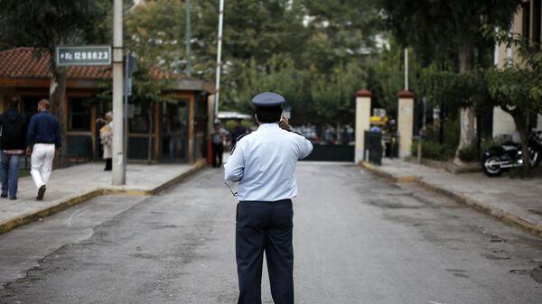 Αστυνομικός στα δικαστήρια της Ευελπίδων - Sputnik Ελλάδα