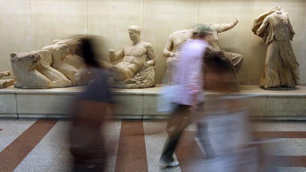 Αντίγραφα από τα Γλυπτά του Παρθενώνα στο μετρό.  - Sputnik Ελλάδα