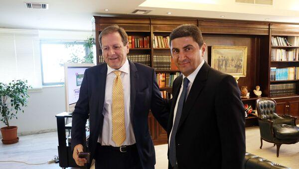Ο Μάκης Αγγελόπουλος με τον υφυπουργό Αθλητισμού, Λευτέρη Αυγενάκη - Sputnik Ελλάδα