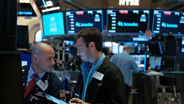 Επενδυτές μπροστά από τα ταμπλό των αγορών.  - Sputnik Ελλάδα