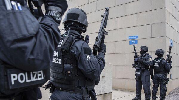Αστυνομικοί σε συναγωγή στη Γερμανία.  - Sputnik Ελλάδα