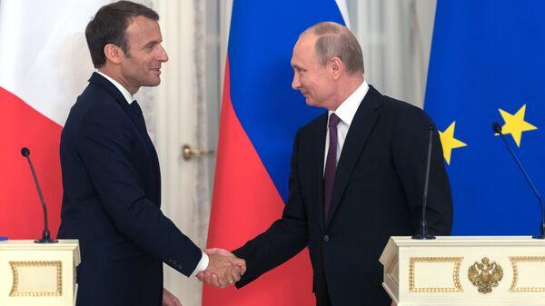Βλαντίμιρ Πούτιν και Εμανουέλ Μακρόν - Sputnik Ελλάδα