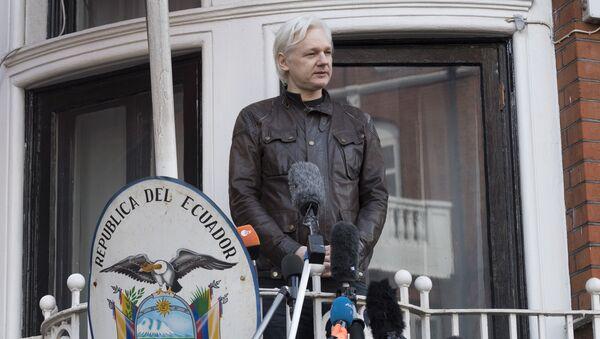 Ο δημιουργός των WikiLeaks Τζούλιαν Ασάνζ στην πρεσβεία του Ισημερινού στο Λονδίνο - Sputnik Ελλάδα