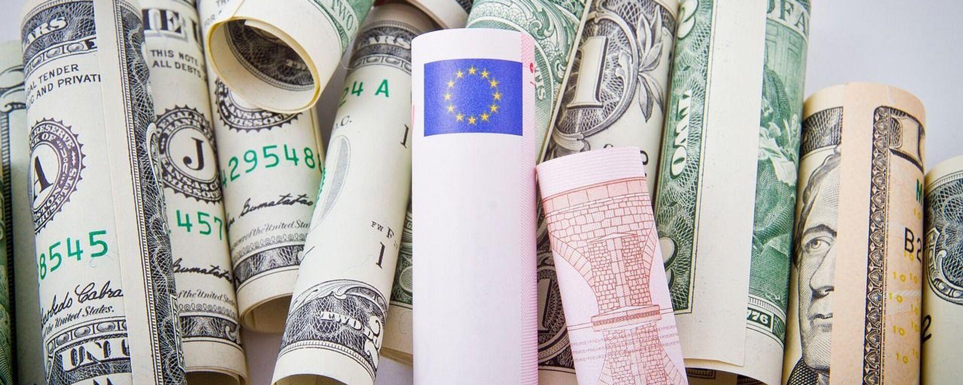 Δολάρια και ευρώ - Sputnik Ελλάδα, 1920, 06.04.2021