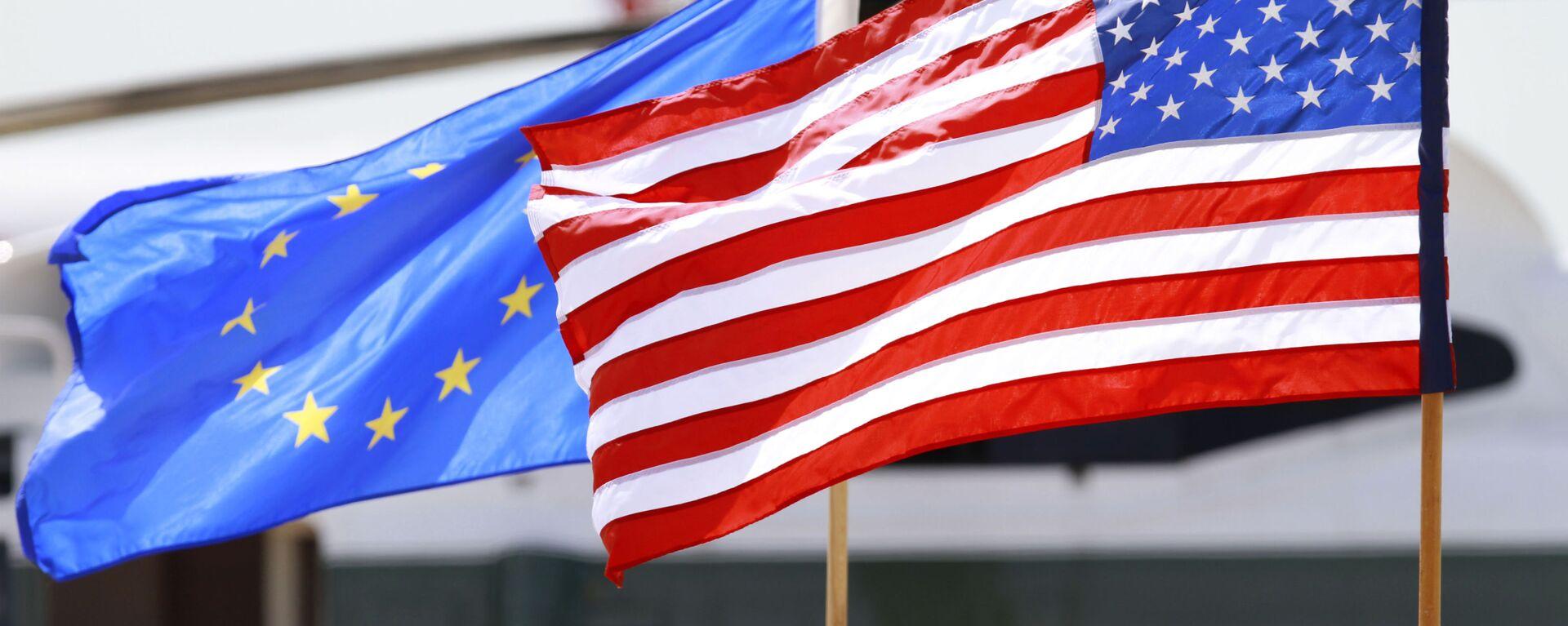 Σημαίες της ΕΕ και των ΗΠΑ.  - Sputnik Ελλάδα, 1920, 21.09.2021