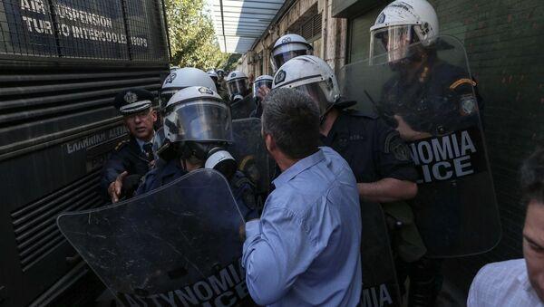 Ένταση στην πορεία της ΠΟΕ-ΟΤΑ έξω από τη Βουλή - Sputnik Ελλάδα