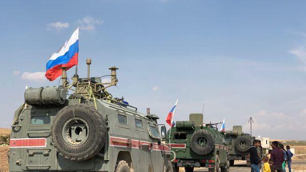 Οχήματα της ρωσικής στρατιωτικής αστυνομίας στην πόλη Κομπάνι στη Συρία.  - Sputnik Ελλάδα