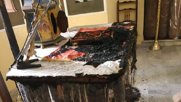 Έκαψαν την Αγία Τράπεζα σε εκκλησία στη Χίο - Sputnik Ελλάδα
