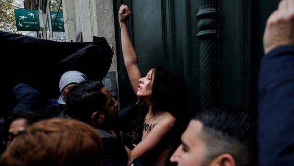 Γυμνόστηθη Femen στην πορεία κατά της ισλαμοφοβίας - Sputnik Ελλάδα