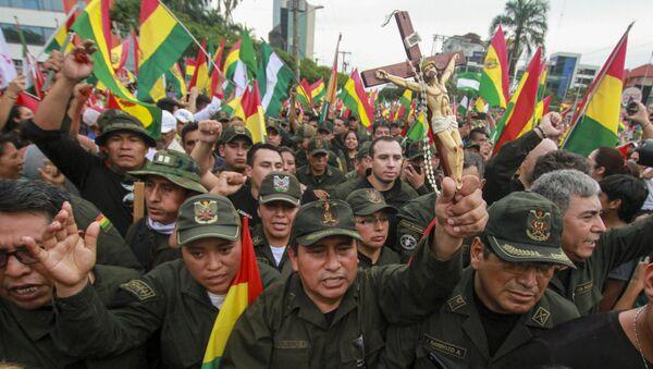 Αστυνομικοί πανηγυρίζουν στη Βολιβία για την παραίτηση του Έβο Μοράλες - Sputnik Ελλάδα