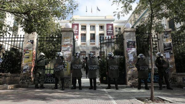 Επέμβαση της αστυνομίας στο Οικονομικό Πανεπιστήμιο (ΑΣΟΕΕ). - Sputnik Ελλάδα