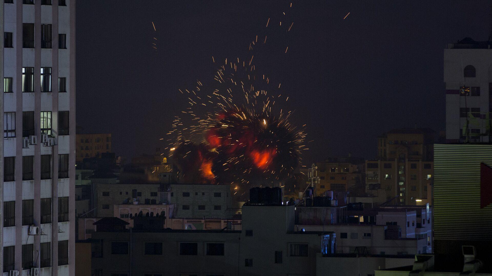 Έκρηξη σε κτίριο στη Γάζα από αεροπορική επιδρομή του Ισραήλ στις 4 Μαΐου 2019 - Sputnik Ελλάδα, 1920, 13.05.2021