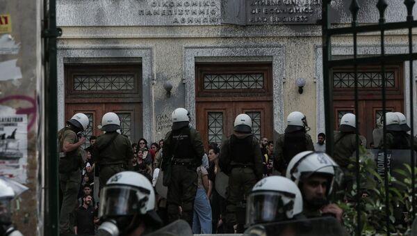 Επέμβαση της αστυνομίας στο Οικονομικό Πανεπιστήμιο (ΑΣΟΕΕ) - Sputnik Ελλάδα