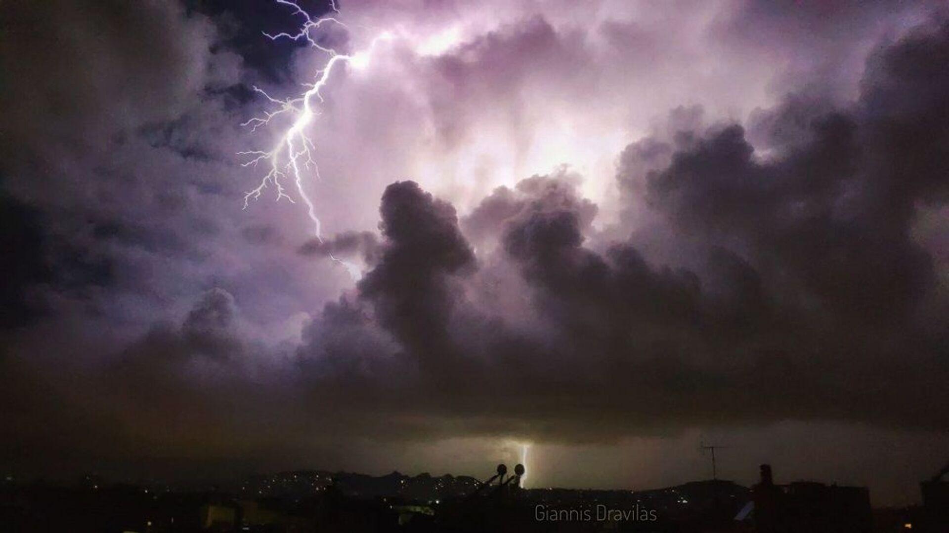 Καταιγίδα στην Αττική - Sputnik Ελλάδα, 1920, 13.10.2021
