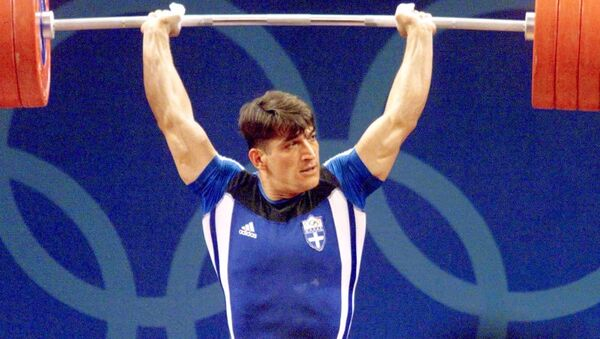 Ο Πύρρος Δήμας κάτω από τη μπάρα στους Ολυμπιακούς Αγώνες του Σίδνεϊ το 2000 - Sputnik Ελλάδα