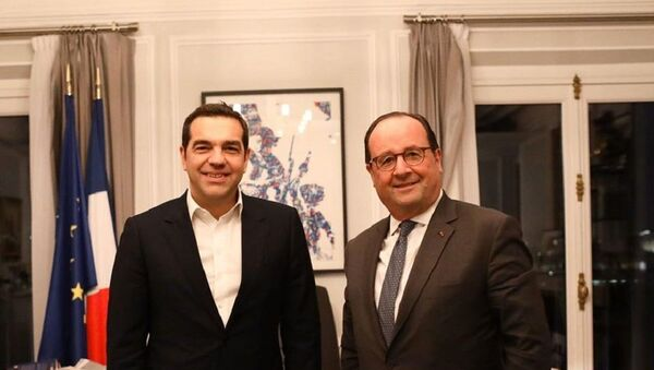 Ο Αλέξης Τσίπρας και ο Φρανσουά Ολάντ σε συνάντηση στο Παρίσι - Sputnik Ελλάδα