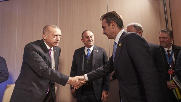 Κυριάκος Μητσοτάκης - Ρετζέπ Ταγίπ Ερντογάν κατά τη συνάντησή τους στη Σύνοδο του ΝΑΤΟ - Sputnik Ελλάδα