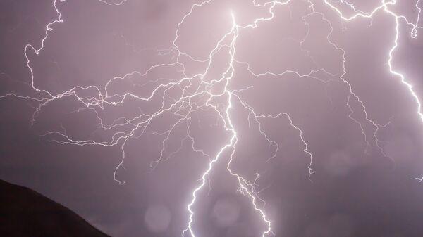 Κεραυνοί στη διάρκεια καταιγίδας - Sputnik Ελλάδα