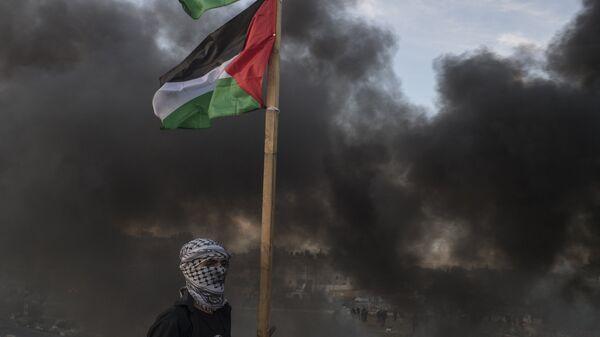 Διαδηλωτής στα σύνορα Ισραήλ - Παλαιστίνης έξω από τη Ραμάλα - Sputnik Ελλάδα