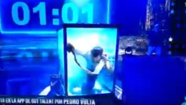 Μάγος κινδύνεψε να πνιγεί σε μαγικό κόλπο απόδρασης - Sputnik Ελλάδα