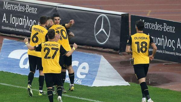 Οι παίκτες της ΑΕΚ πανηγυρίζουν το γκολ του Μάνταλου - Sputnik Ελλάδα