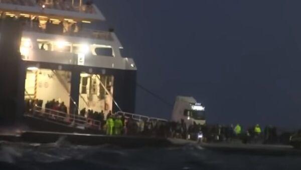 Πλοίο πάλεψε με τα κύματα στην Νάξο - Sputnik Ελλάδα