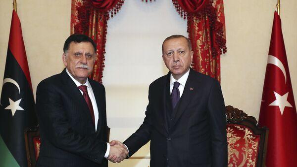 Ο Φαγιέζ Σαράι και ο Ρεζέπ Ταγίπ Ερντογάν - Sputnik Ελλάδα