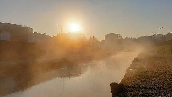 Ατμοί αναδύονταν στον Ληθαίο ποταμό - Sputnik Ελλάδα