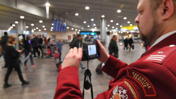 Έλεγχος υπηρεσιών υγείας στο αεροδρόμιο Σερεμέτιεβου της Μόσχας για τυχόν κρούσματα κορονοϊού - Sputnik Ελλάδα