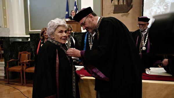 Αναγόρευση της ποιήτριας Κικής Δημουλά σε επίτιμη διδάκτορα του Τμήματος Θεολογίας του ΑΠΘ - Sputnik Ελλάδα