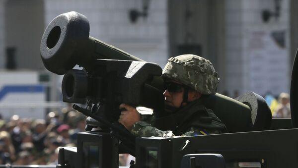 Ουκρανός στρατιώτης με αμερικανικό όπλο - Sputnik Ελλάδα