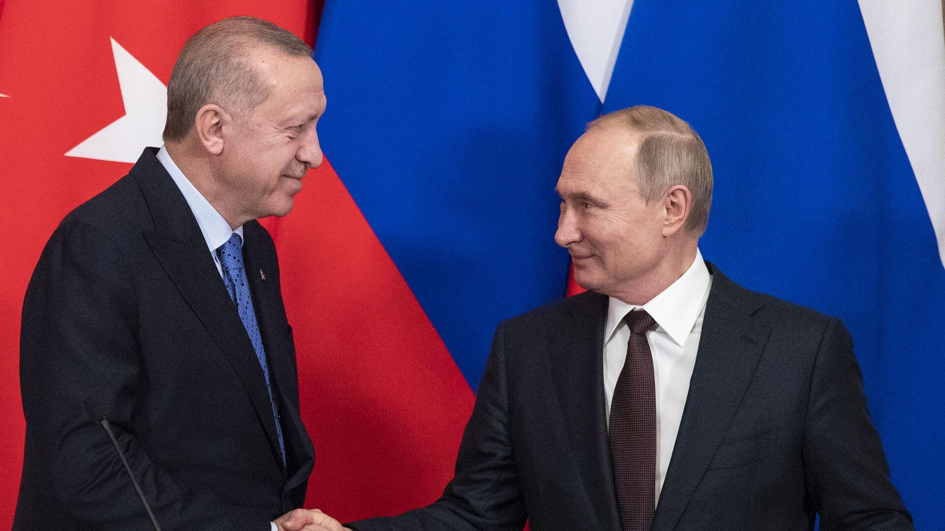 Χειραψία Πούτιν - Ερντογάν στη συνάντηση για την αποκλιμάκωση των εντάσεων στη Συρία - Sputnik Ελλάδα, 1920, 29.09.2021
