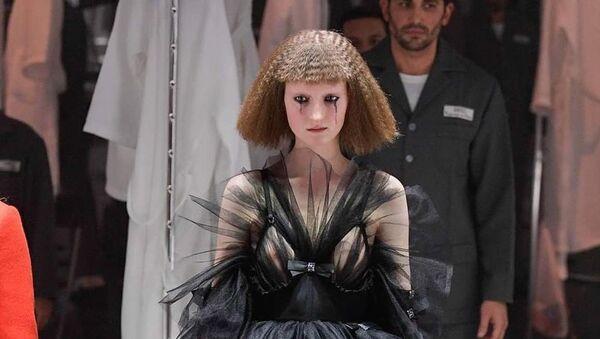 Γοτθικό στυλ στο σόου του Gucci στην Εβδομάδα Μόδας του Μιλάνου - Sputnik Ελλάδα