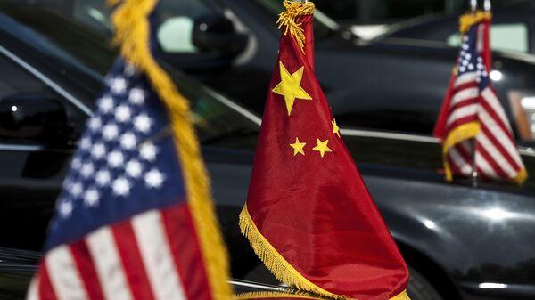 Σημαίες ΗΠΑ - Κίνας. - Sputnik Ελλάδα