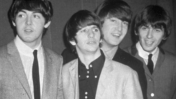 Οι Beatles, από αριστερά προς τα δεξιά οι: Πολ Μακάρντεϊ, Ρίγκο Σταρ, Τζον Λένον και Τζορτζ Χάρισον, Νοέμβρη του 1963 - Sputnik Ελλάδα