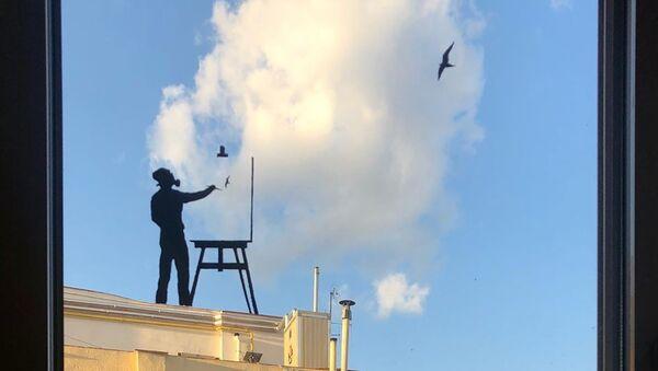 Τέχνη σε παράθυρο σπιτιού από τον Ισπανό street artist Pejac - Sputnik Ελλάδα