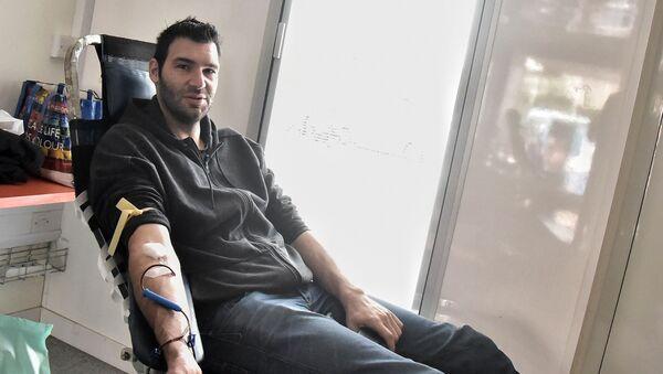 Ο Δημήτρης Μαυροειδής στην αιμοδοσία του ΟΑΚΑ - Sputnik Ελλάδα