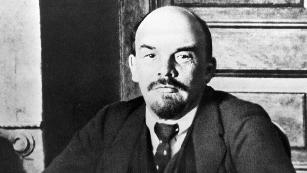 Ο Βλαντίμιρ Λένιν στο γραφείο του - Sputnik Ελλάδα