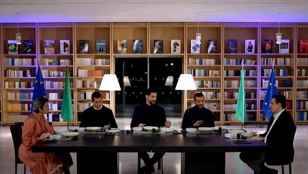 Η Μαργκρέτε Βεστάγκερ, ο Σωτήρης Κοντιζάς, ο Πάνος Ιωαννίδης, ο Λεωνίδας Κουτσόπουλος και ο Μαργαρίτης Σχοινάς στο «MasterChef 4» (Star) - Sputnik Ελλάδα