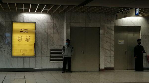 Επιβάτες στο μετρό κατά την πρώτη φάση άρσης των μέτρων λόγω κορονοϊού - Sputnik Ελλάδα