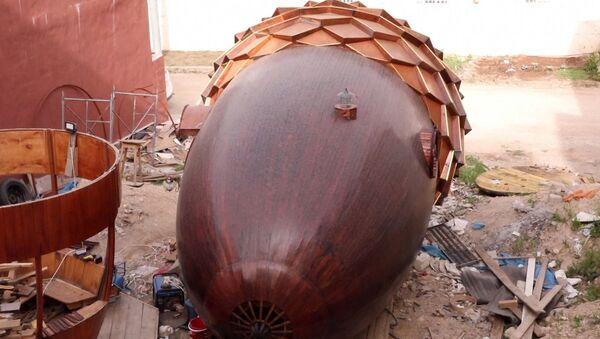 Καλλιτέχνης έφτιαξε παραμυθένιο σπίτι σε σχήμα βελανιδιού κατά τη διάρκεια της καραντίνας - Sputnik Ελλάδα