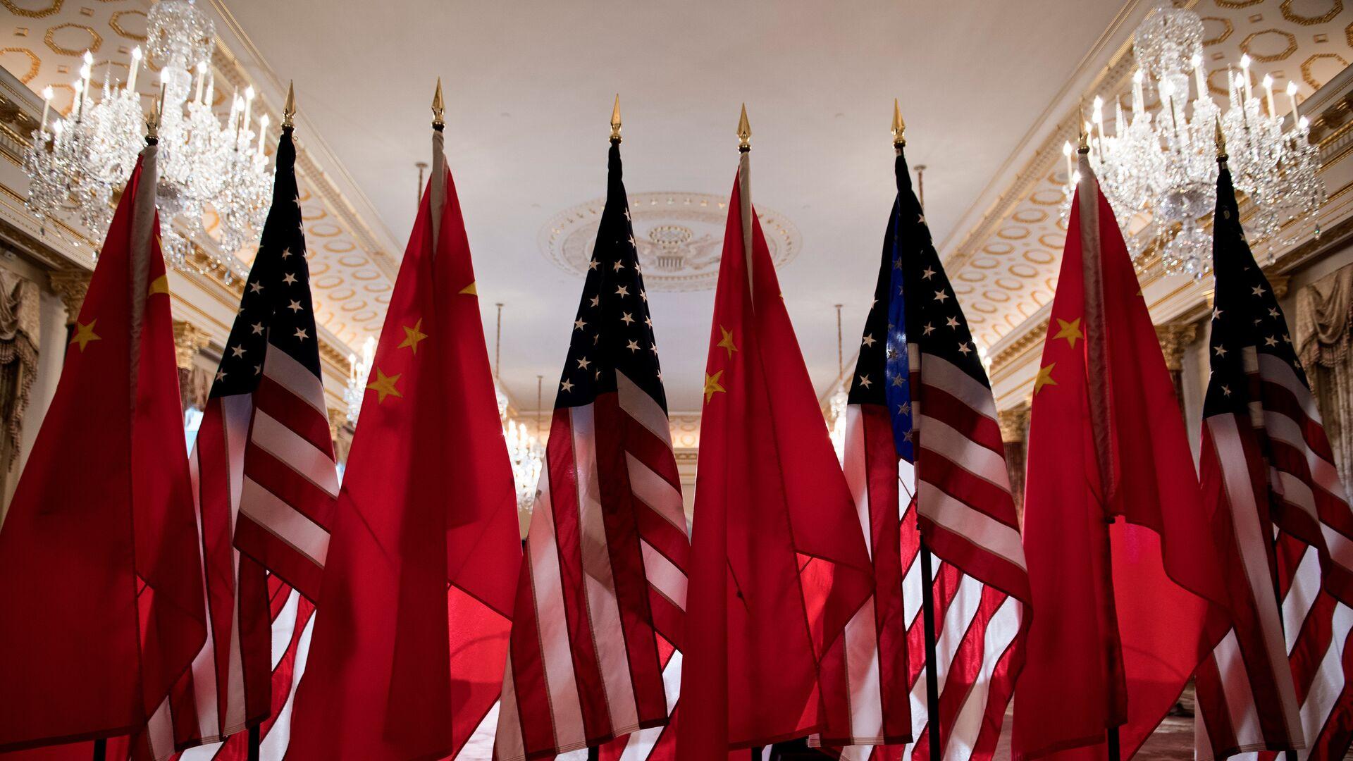 Κινεζικές και αμερικανικές σημαίες - Sputnik Ελλάδα, 1920, 19.09.2021
