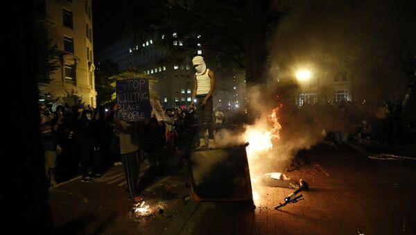 Διαδηλώσεις στην Ουάσινγκτον μετά τον θάνατο του Τζορτζ Φλόιντ, 30 Μαΐου 2020 - Sputnik Ελλάδα