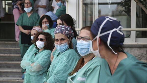 Εργαζόμενοι στο νοσοκομείο Μεταξά - Sputnik Ελλάδα