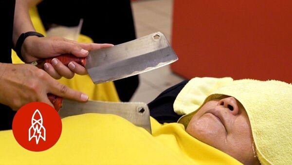 Μασάζ με λεπίδες μαχαιριών στην Ταϊβάν - Sputnik Ελλάδα