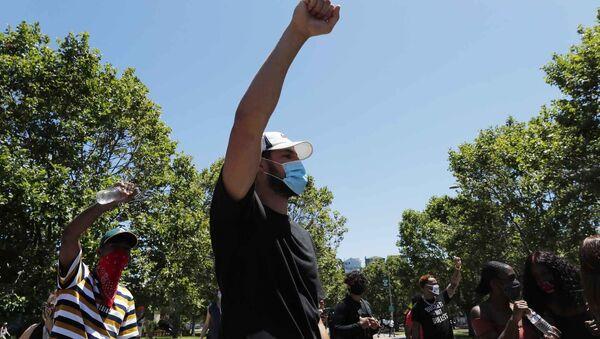 Ο Κλέι Τόμπσον σε πορεία διαμαρτυρίας στο Όκλαντ - Sputnik Ελλάδα