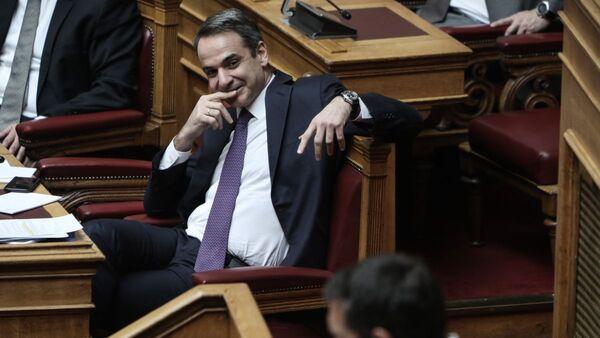 Ο Κυριάκος Μητσοτάκης και ο Αλέξης Τσίπρας στη Βουλή - Sputnik Ελλάδα