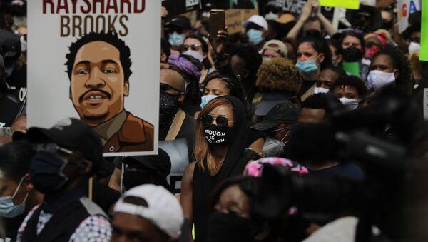 Διαδηλώσεις στην Ατλάντα μετά τον θάνατο του Ρέισαρντ Μπρουκς, 15 Ιουνίου 2020 - Sputnik Ελλάδα